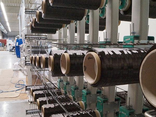 Maschine zur Produktion sowie Veredelung von Bauteilen aus Carbon, Glasfaser und Basalt