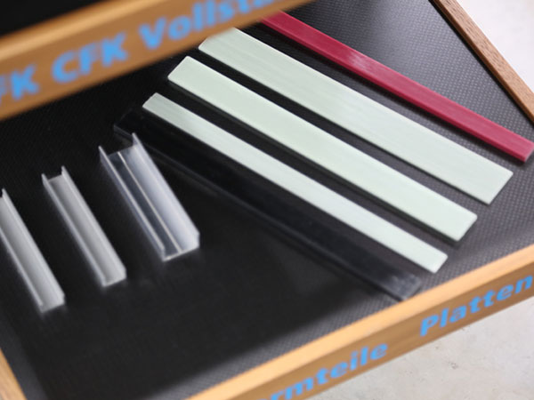 Diverse Composite Platten zum Ansehen und Betasten